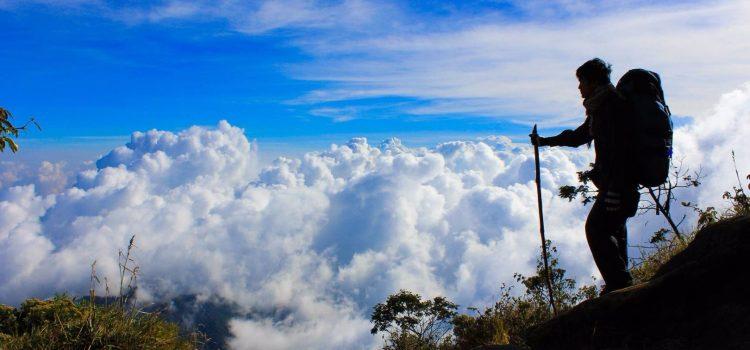 Mendaki gunung dalam pandangan Agama
