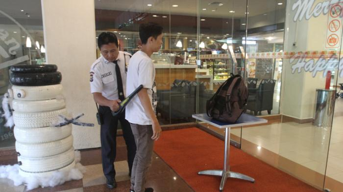 Security Tightens malls, Bags Visitors were Examined